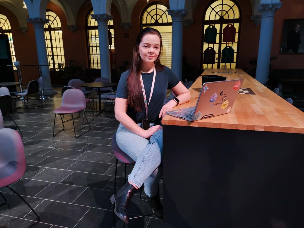 Studenten Ingrid-Alice Bløtekjær ved Høyskolen Kristiania er én av mange studenter som i år ikke får seg relevant sommerjobb som utvikler. 📸: Privat
