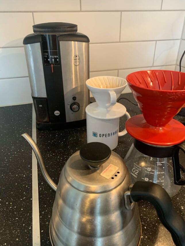 """""""V60 og én og én kopp. Gir både pause og mindre kaffe per dag, begge er bra ting."""" 📸: Trond Sørås"""