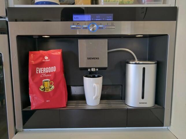 """""""Nå som det er hjemmekontor så er denne kaffemaskinen uvurderlig - og veldig enkel å ha med å gjøre når en kaffekopp trengs. 😁"""" 📸: Daniel Thorbjørn M. Pettersen"""