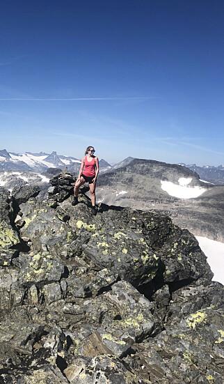 - Det hender jo at jeg må ta litt avbrekk, og da er det å tilbringe tid med barna mine, gjerne ute i naturen; fjellturer og toppturer, både til fots og på ski, forteller Ragnhild Olsen. 📸: Privat