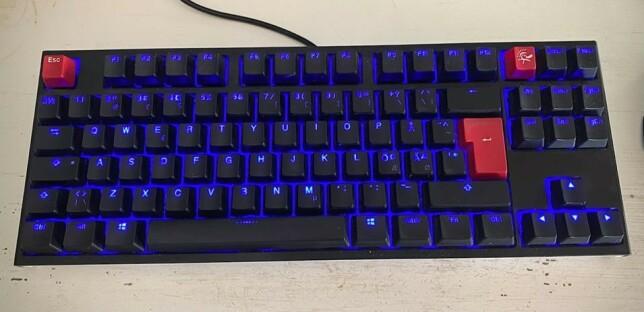 """Øistein Sørensen: """"Ducky One 2 m/ Cherry MX brown. Overlegent tastatur for oss som programmerer. Relativt stille og gir en veldig god følelse som igjen medfører mindre skrivefeil. Feel: Medium Actuation Force: 45g Actuation Point: 2mm Total Travel Distance: 4mm Sound Level: Quiet Rated Lifespan: 50 million keystrokes per key"""""""