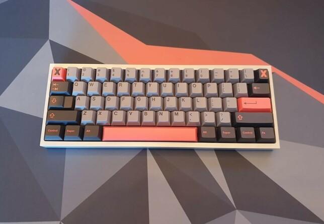 """Thomas Lee: """"Tofu60 med smurte Alpaca switches og GMK 8008 keycaps. En drøm å skrive på."""""""