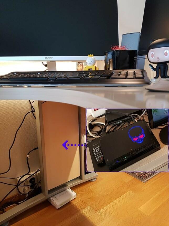 """Eivind Gussiås Løkseth: """"Nuc8i7HVK2 med 32GB RAM og plass til 2 stk M.2 SSD-er på størrelse med en dockingstasjon. Veldig stillegående gaming-Nuc, og den er helt ute av syne når den er festet til siden på skrivepulten inn mot veggen. Innfelt bilde av den når den er med på tur. Ja, den er med på ferieturer i PC-sekken sammen med en laptop, en ekstra 15,6"""" skjerm - Azus ZenScreen - og en iPad."""""""