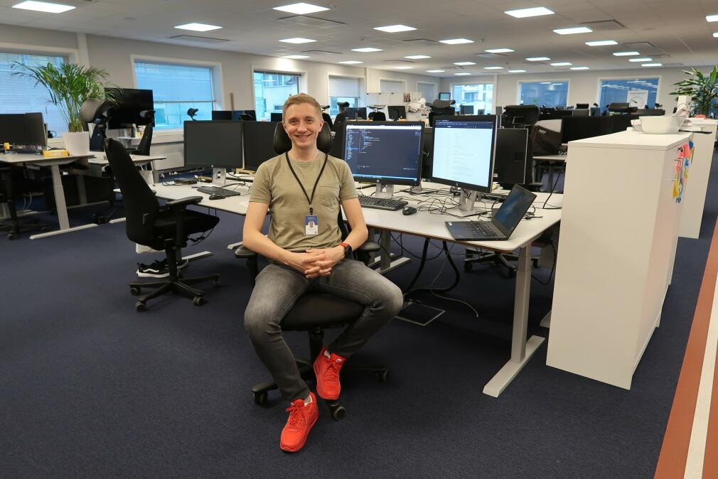 Mathias Lund Ahrn har sommerjobb i Sparebank 1 for andre året på rad. Ting er lettere i år, men det er mye han skulle ønske han lærte mer om på studiet på OsloMet. 📸: Privat