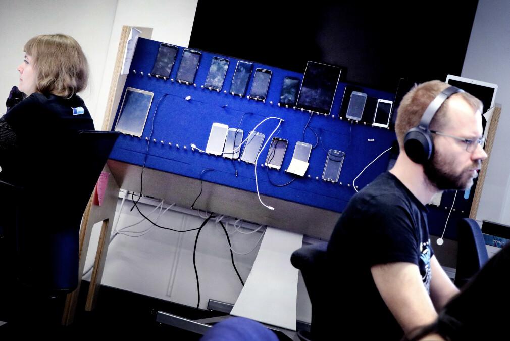 Nøyaktig hva det innebærer å lage en mobilapp i 2020 er noe ullent. Men det skal i alle fall kunne fungere på en mobilskjerm, i det minste. Her fra Finn sine lokaler i Oslo, hvor de utvikler appene sine. 📸: Ole Petter Baugerød Stokke