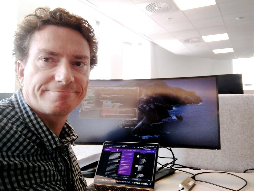 Tore Engvig, konsulent i JPro, er for tida på oppdrag for NAV. - Dette er fra de nye lokalene på Helsfyr. Merk at det er en selfie - hovedregelen er fortsatt hjemmekontor, så det er som regel ikke så mange andre her, forteller han. 📸: Privat