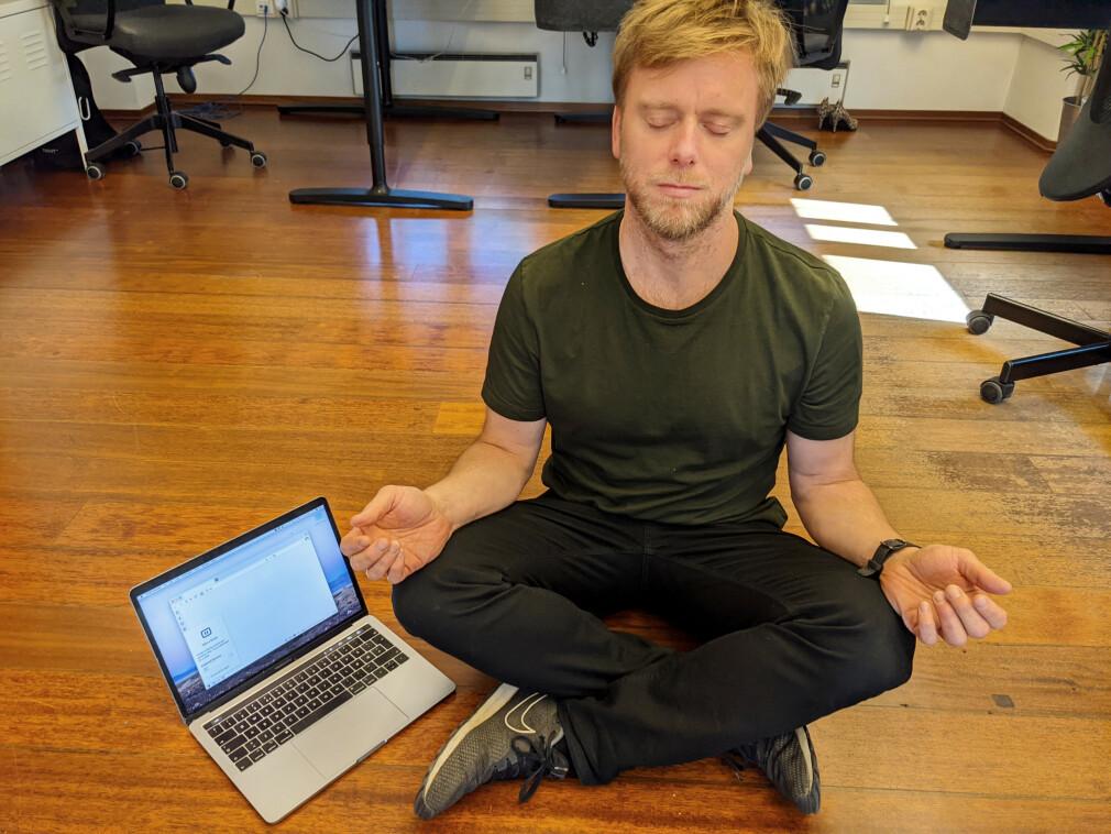 Markedssjef Tor Odland i Vivaldi bruker pause-knappen til å ta en liten meditasjons-pause. 📸: Privat