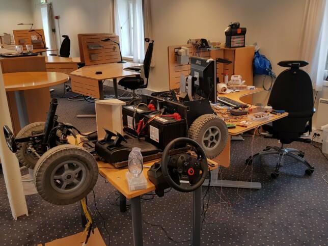 """For å jobbe med bilen har det hjulpet at Danielsen har tilgang på et """"makerspace"""" på jobben. 📸: Privat"""