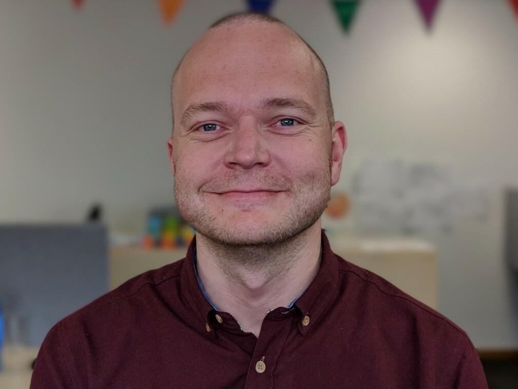 Hans Petter Eide er selvstendig Android-utvikler, for tida på oppdrag hos Vipps. 📸: Privat