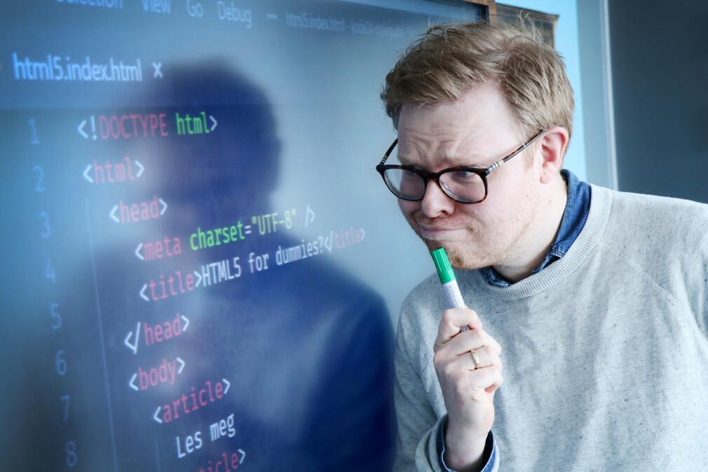 Jørgen blir forvirra av HTTP-headere. Som ikke er det samme som head-taggen i denne HTML-koden. 📸: Ole Petter Baugerød Stokke