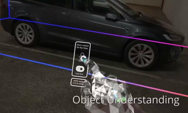 Gjennom Hololens-brillene får man opp en virtuell hånd og en meny for å interagere med Teslaen. 📸: LinkedIn
