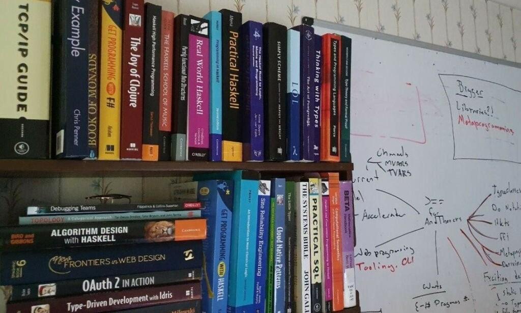 Carl sin boksamling. 📸: Privat