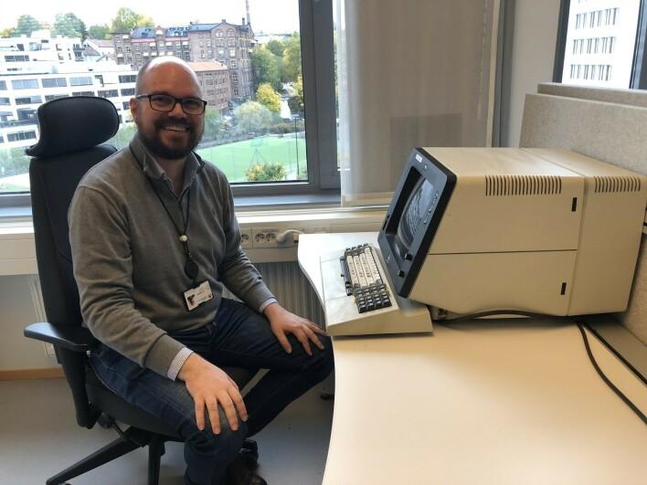 Teamleder på NAV sitt Datavarehus, Magnus Lie, jobbet på en terminal som lignet på denne da han startet i navn, forteller han. Han driftet blant annet DSF. 📸: Privat