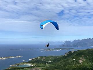 - Når jeg ikke trener eller spiller bassgitar, så finner du meg et sted på himmelen under paraglideren.