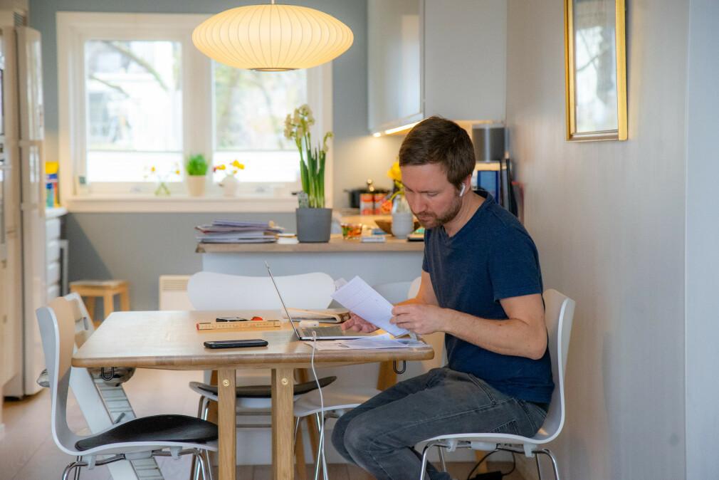 Om du føler deg mer effektiv på hjemmekontoret enn på kontoret henger blant annet sammen med hvor gammel du er, og hvor flink du er til å holde på normale arbeidstider. 📸: Thomas Brun / NTB Scanpix