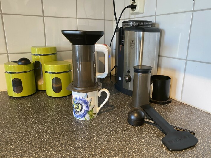 Kaffeplassen til Hamberg huser en aeropress-kaffemaskin. 📸: Privat