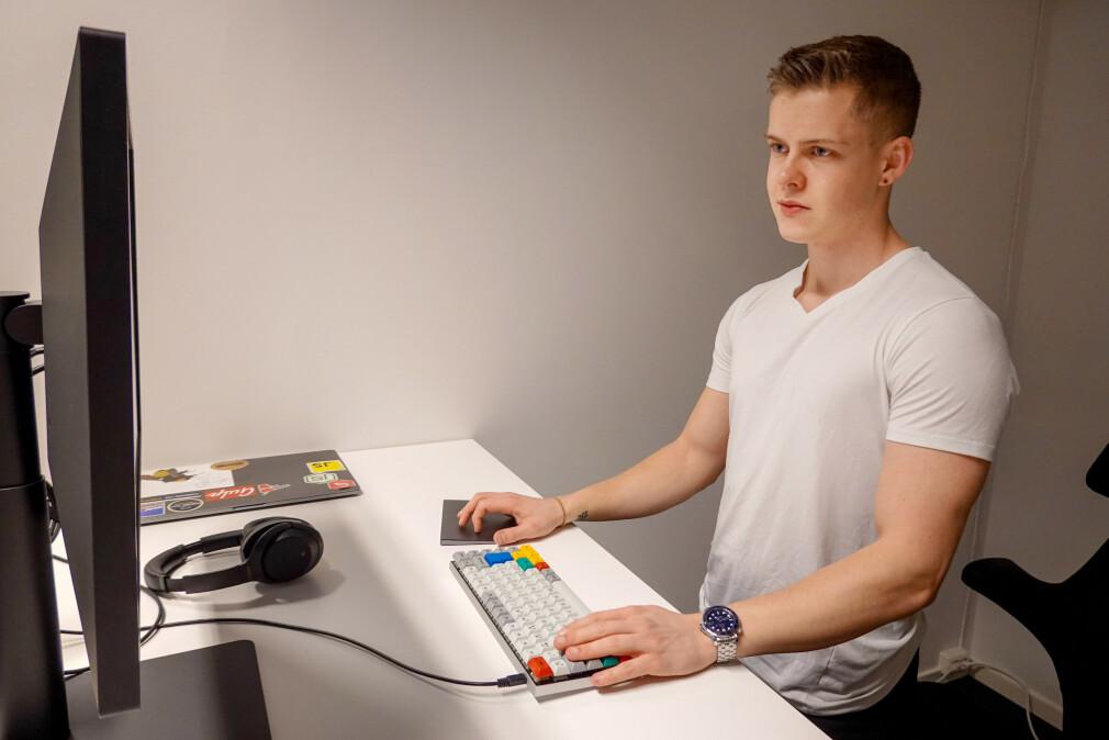 Maximilian Øystå Lloyd har nettsider ute i produksjon som er laga med både Vue og Nuxt samt React og Gatsby. Her sammenlikner han opplevelsen med de to. 📸: Privat