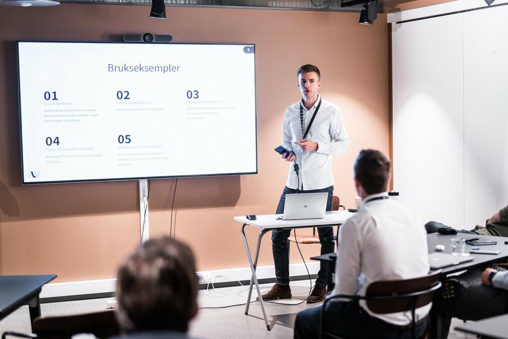 Pål Bøckmann har tatt et produkt fra monolitt til mikrotjenester, og synes begge løsninger har sine fordeler og ulemper. 📸: Alv