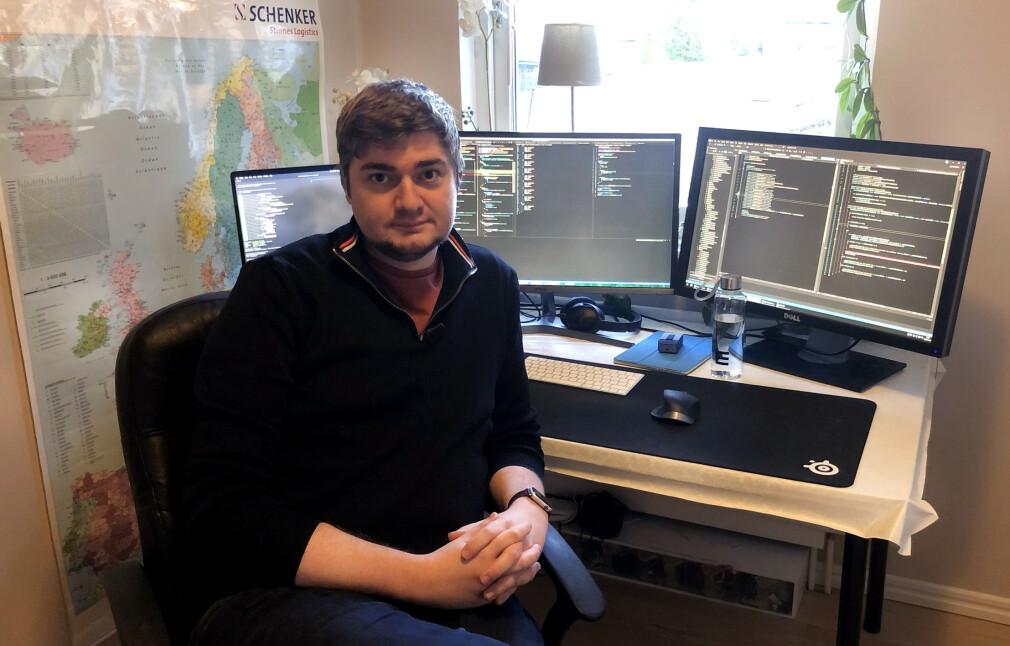 Fagansvarlig for JavaScript i Epinova Alexander Nilson arbeider for tiden fra hjemmekontor hos foreldrene i Sverige. 📸: Privat