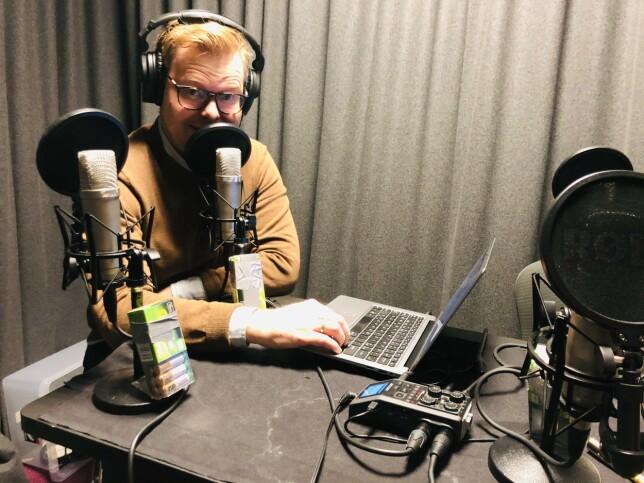 Jørgen hadde ikke alltid stålkontroll som kode24-timens lydmann da vi tok opp i studio pre korona, men det trengte han heller ikke ha - vi bare tulla det vekk. 📸: Ole Petter Baugerød Stokke