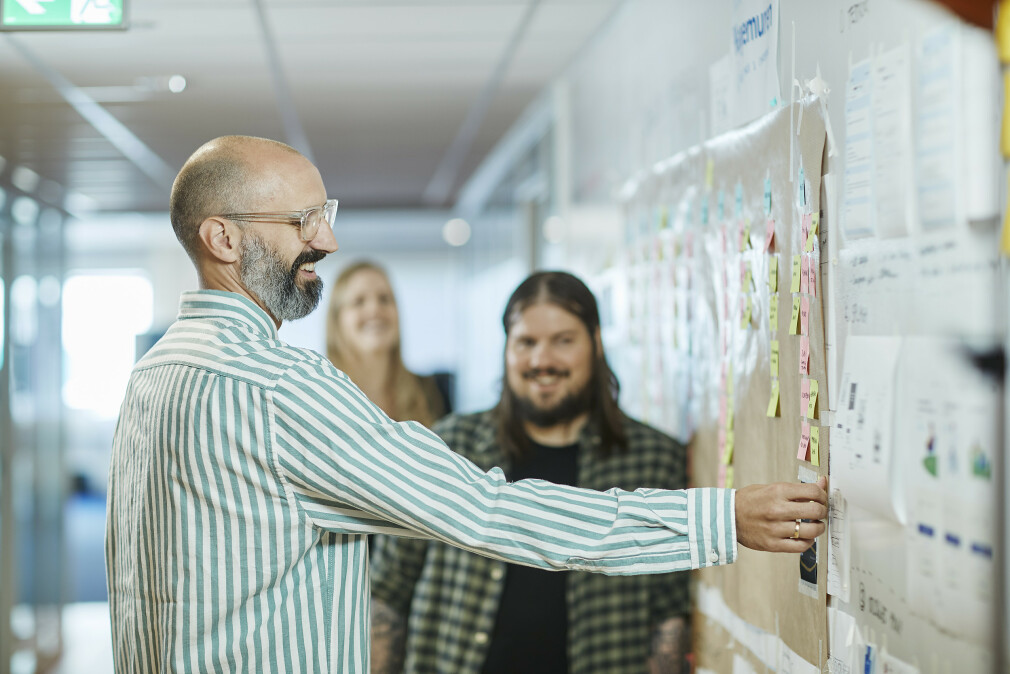 Jens-Christian Bjerkek går fra å lede utviklere til å jobbe som en. Det krever mot. 📸: SpareBank 1