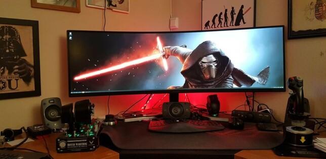 Du har de som liker Star-Wars, også har du de som liker Star-Wars så godt at de danderer Star-Wars effekter rundt hele hjemmekontoret sitt. Bra for deg, at du tør å dyrke interessene dine.