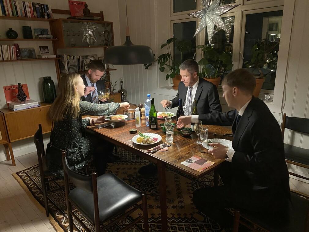 """Julebordet hos Blank ble """"avholdt på distribuert vis"""", som Erlend Oftedal sier. - Ni personer i selskapet stilte hjemmet til disposisjon, og fikk besøk av fire gjester, forteller han. 📸: Privat"""