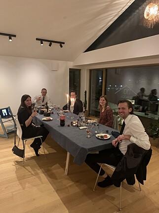 - Vi laget maten sammen og hadde skjermer tilgjengelig slik at vi kunne sende bilder og små videosnutter mellom de forskjellige lokasjonene, forteller Blank-CTO Erlend Oftedal om årets julebord. 📸: Privat