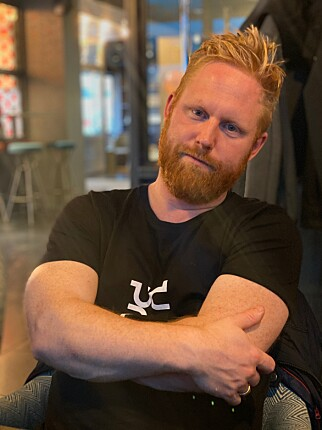 Kenneth Leine Schulstad liker å kode når det regner. 📸: Privat