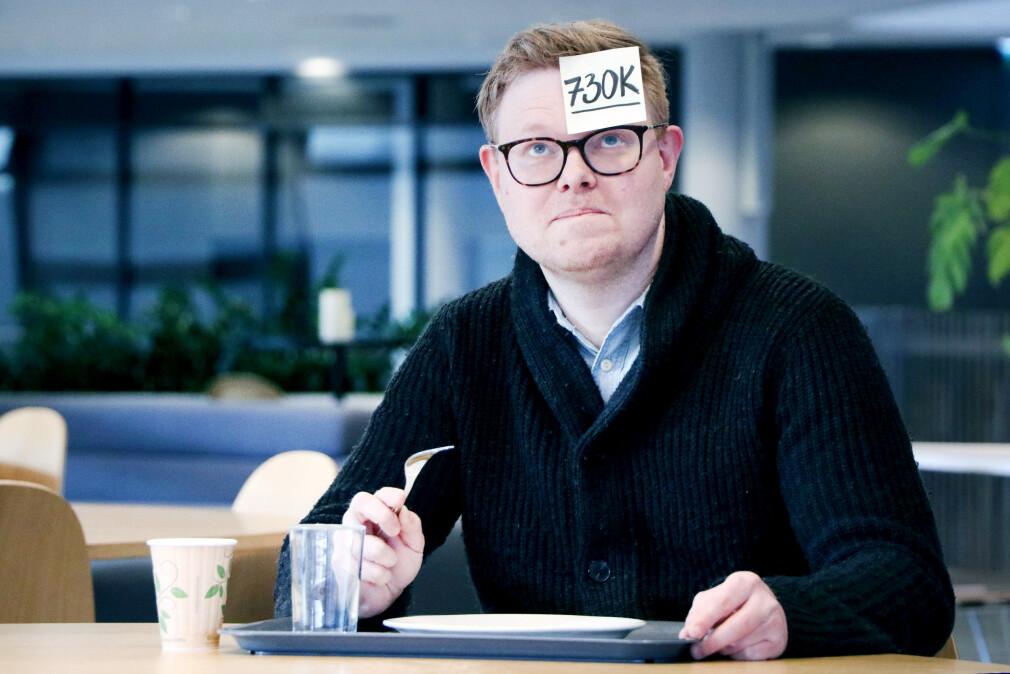kode24s fagredaktør og utvikler Jørgen Jacobsen har ikke noe i mot å klistre lønna si i panna. Det skal du slippe - vår spørreundersøkelse om hva norske utviklere tjener er helt anonym. 📸: Ole Petter Baugerød Stokke