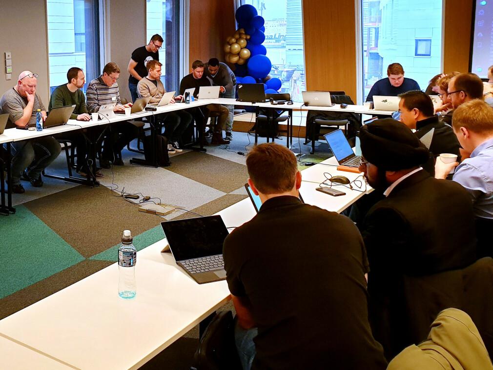 - Ingen av oss hadde mye erfaring med Microsoft Azure, forteller Sven Malvik om Vipps-utviklerne, her fra en workshop pre korona. 📸: Privat