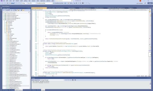 """Håvard E: """"Visual Studio 2019 med nydelig hvit bakgrunn. Den eneste tilpasningen jeg stort sett gjør, er at jeg flytter Solution Explorer over på venstre side og jeg nekter Resharper å overskrive standardtastatursnarveiene."""""""