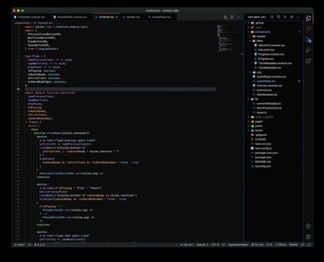 """Lukas Strociak: """"VS Code, litt modifisert GitHub Dark tema, VSCode Icons, default font og Bracket Pair Colorizer extension"""""""