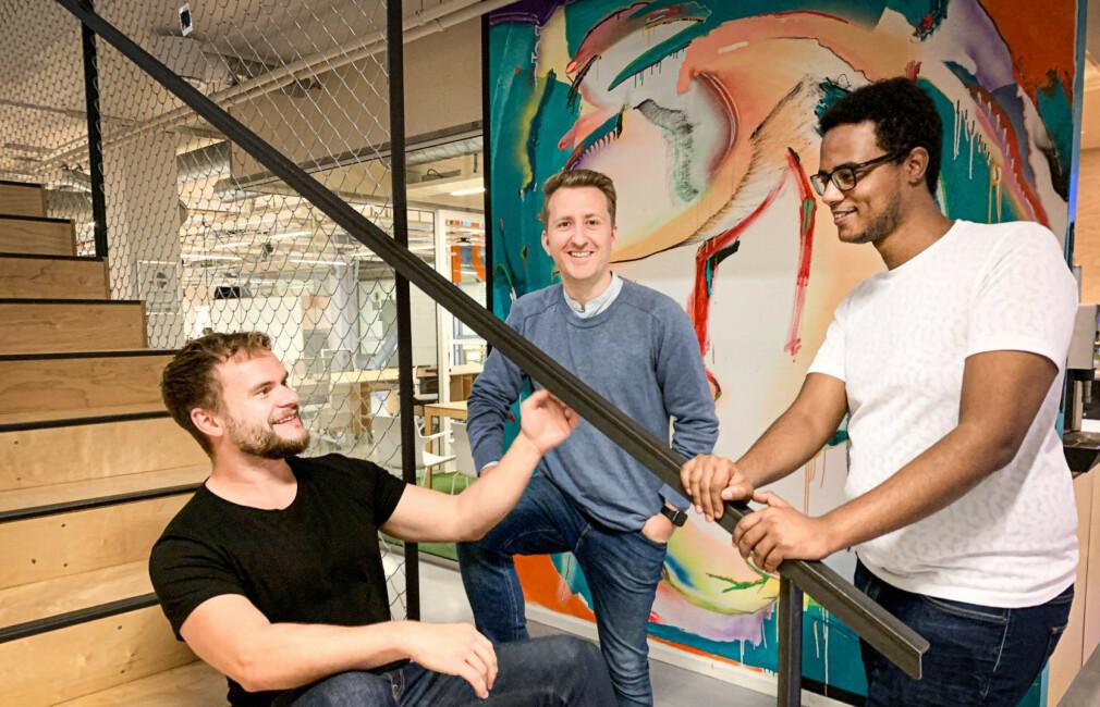 CEO Per Harald Borgen, CTO Sindre Osen Aarsæther og utvikler Alexander Alemayhu i Scrimba. Det var Aarsæther som skapte plattformen for å lære bort sitt eget programmeringsspråk Imba. 📸: Scrimba