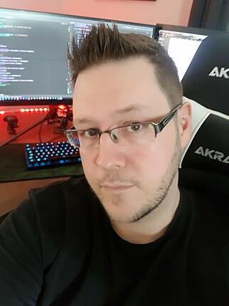 Thomas Kristiansen hos Electronic Gaming Systems AS har ikke fått arbeidshverdagen snudd på hodet av korona, slik mange andre har. 📸: Privat