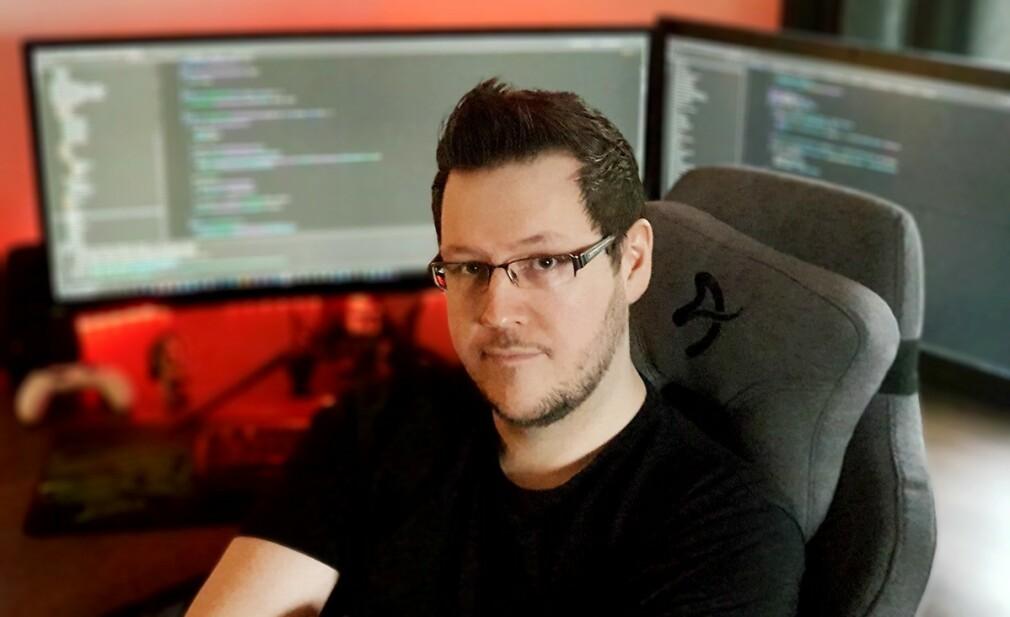 """Thomas Kristiansen er seniorutvikler og selvutnevnt """"potet"""" hos Electronic Gaming Systems AS, fra hjemmekontor. 📸: Privat"""