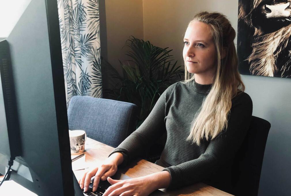 Caroline Odden i Bekk jobber som seniorutvikler i Entur og leder React-faggruppa. Men det aller meste hun kan om React har hun lært etter at hun var ferdig på skolebenken. 📸: Privat