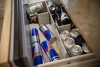 Drivstoff er til kjøling - energidrikke er alltid på plass i kjøleskapet. Og øl. 📸: Robert S. Eik