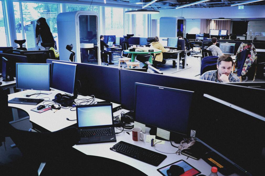 Skal utviklere få lov til å jobbe hjemmefra også etter korona, eller må vi tilbake til fem dager i uka i åpne landskap? Debatten raser. Her fra Storebrands utviklingsavdeling i slutten av 2018. 📸: Ole Petter Baugerød Stokke