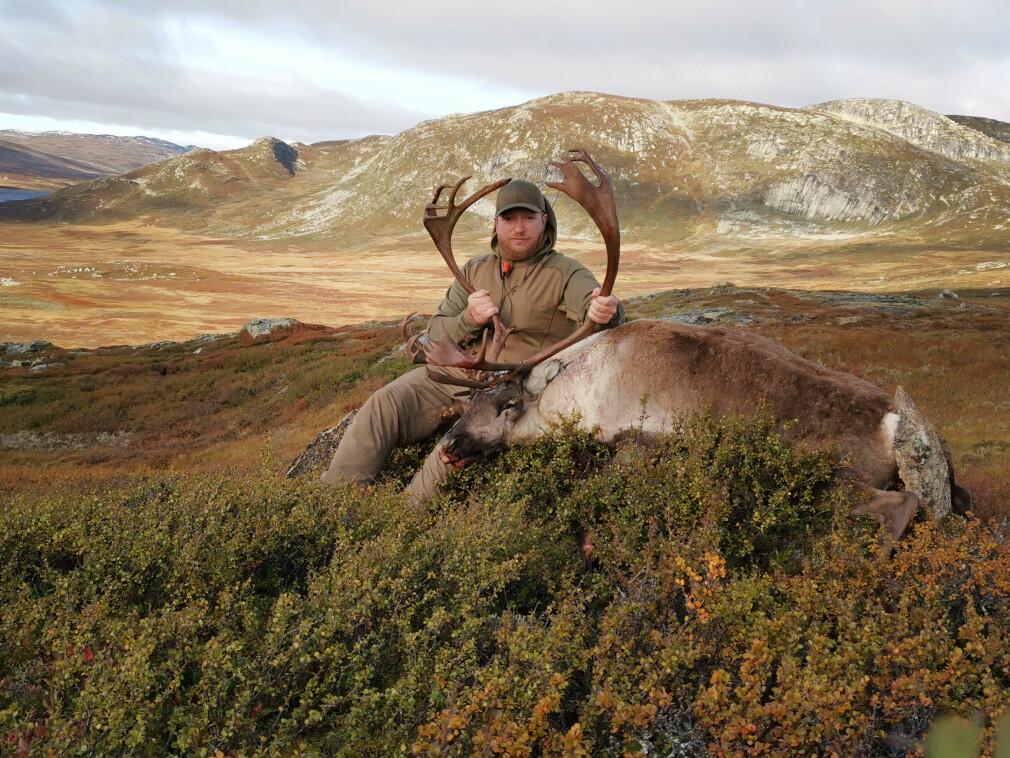 - Eg er også friluftsinteressert, og ved hausten går og mykje av tiden med på jakt. Då helst villreinjakt på Hardangervidda, forteller Arne Hjelle Bitubekk. 📸: Privat