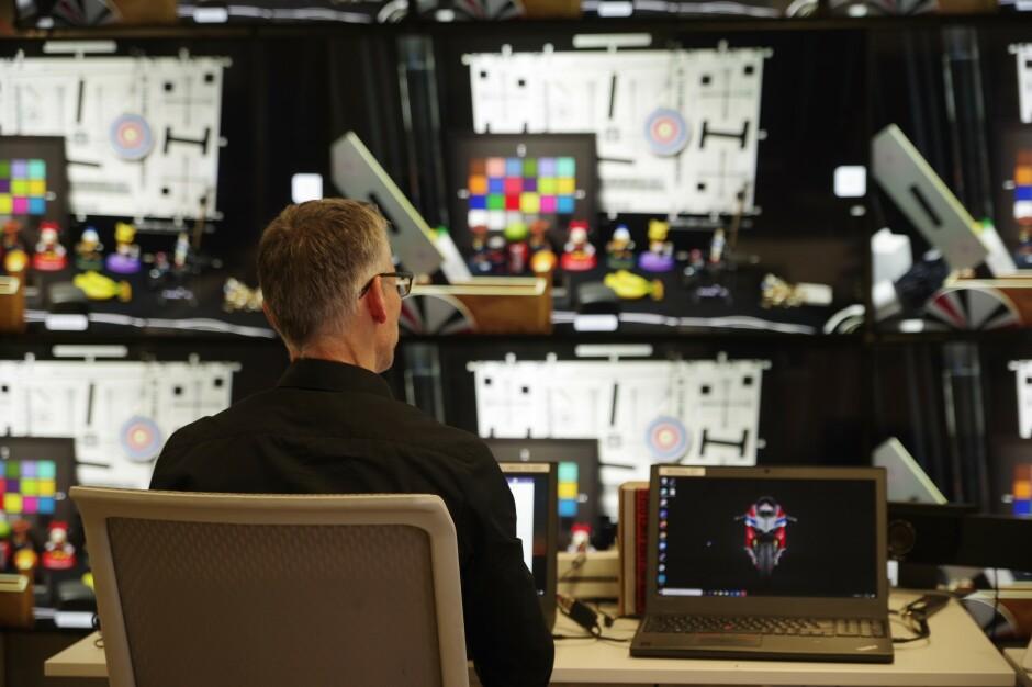 De rundt 500 ansatte i Cisco Norge på Lysaker gjør det aller meste innen videokonferanse - inkludert å lage maskinvare som skal gjøre det langt enklere og mer behagelig å snakke med folk som ikke er der. 📸: Cisco Norge