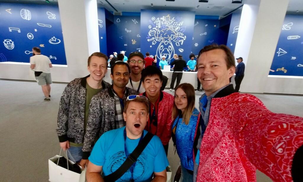 Khoa Pham i midten, sammen med kollegene sine i Shortcut, under WWDC i 2019. 📸: Privat