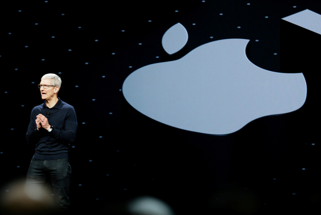 Det ryktes at Apple lanserer den nye Pro-modellen til høsten. 📸: REUTERS/Elijah Nouvelage/