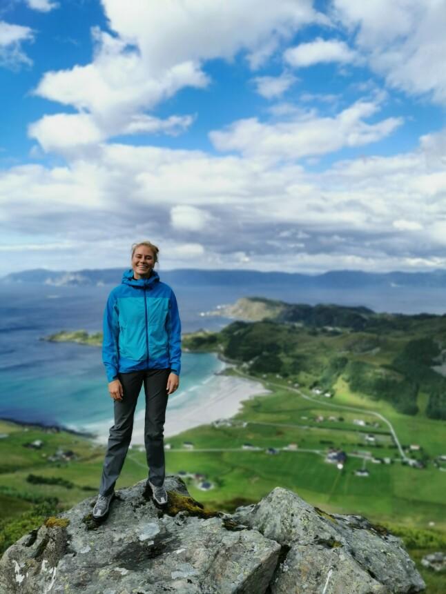 - Jeg liker å gå på fjelltur og reise rundt i Norge for å nyte all den flotte naturen landet har å by på, forteller hun. 📸: Privat
