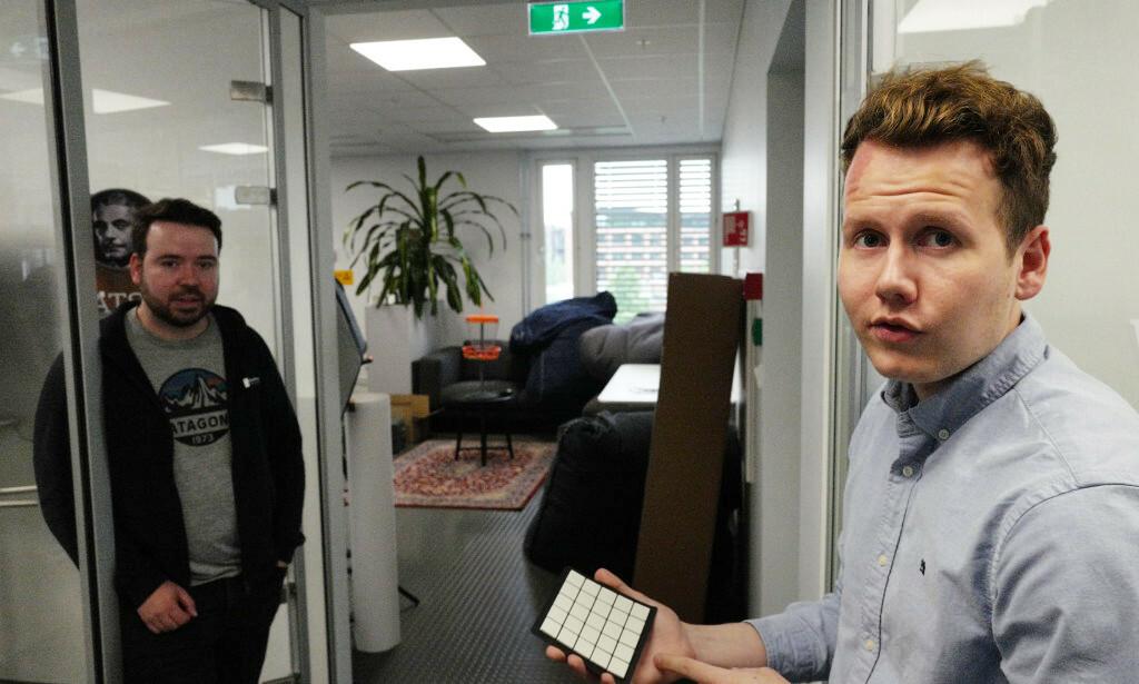 Kode24 møtte ingeniørsjef i Cloud Team Ørjan Bruland (til venstre) og VP produktutvikling Julian Veisdal hos Disruptive Technologies. 📸: Isak Løve Pilskog Loe