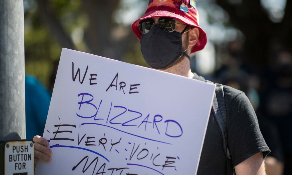 Ansatte i Activision Blizzard streiker og protesterer på forholdene for kvinner i bedriften. Foto: NTB