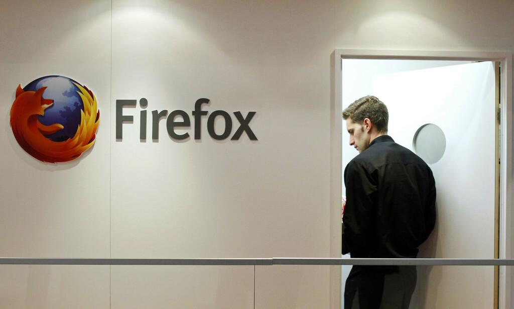 Bildet viser en deltaker på Mozilla sin stand under Mobile World Congress i Barcelona, hvor Firefox OS hadde en stor tilstedeværelse. Nå er operativsystemet glemt, og Firefox på desktop sliter. 📸: Scanpix