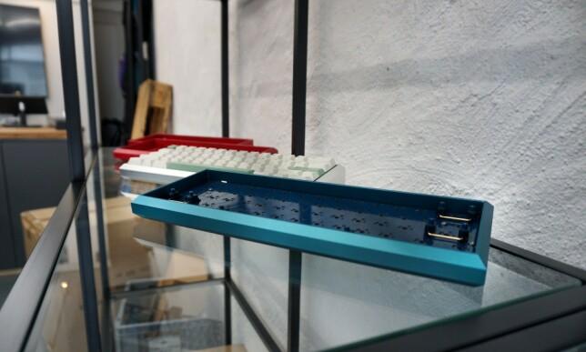 Man får kjøpt egne tastaturhus i Wilhelms butikk, laget i solid aluminium. 📸: Jørgen Jacobsen
