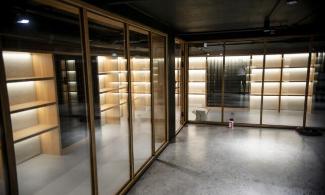 Vinkjelleren skal snart fylles med 30. 000 flasker med vin, det er Oslo´s største vinkjeller. Foto: Robert S. Eik
