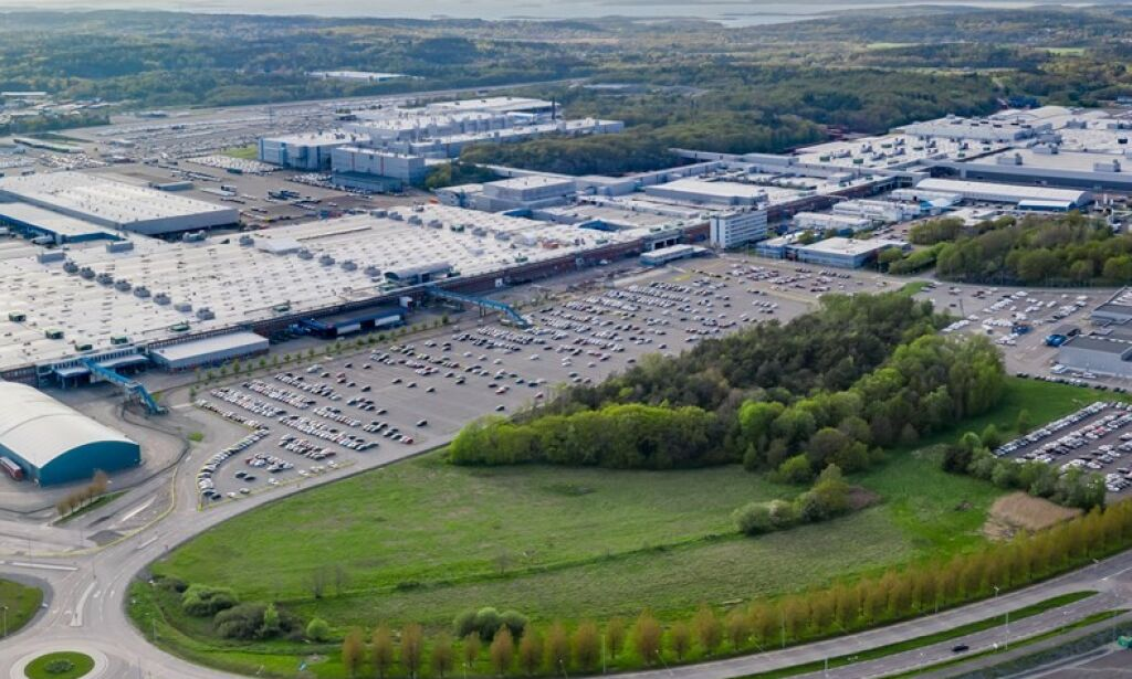 image: Volvofabrikk stanser produksjon som følge av databrikke-mangel